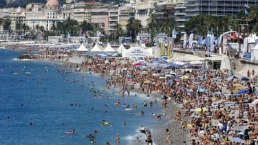 Chaque année, 5 millions de touristes viennent visiter Nice.