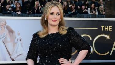 Adele sur le tapis rouge des Oscars en 2013.