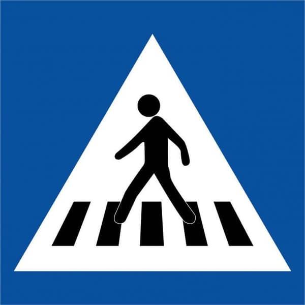 Le panneau classique signalant un passage piéton en France.