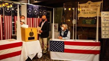 Dixville Notch, un village de 12 habitants de l'État américain du New Hampshire, a lancé le jour du scrutin mardi à minuit en votant à l'unanimité pour le candidat démocrate Joe Biden.