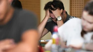 Un candidat au bac, pendant l'épreuve de philosophie, le 18 juin 2018 au lycée Pasteur de Strasbourg
