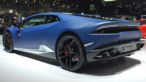 La teinte Ble Grifo, est l'une des cinq couleurs exclusives proposées par Lamborghini avec ce modèle.