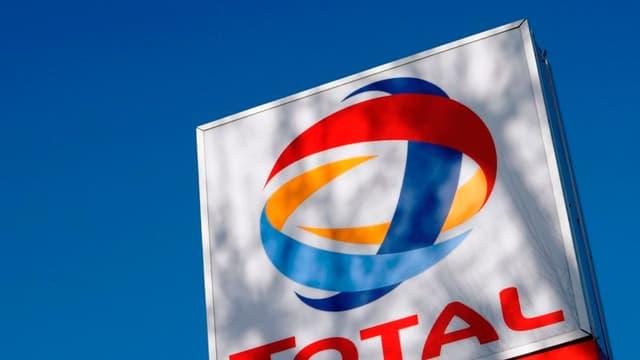 En 2010, Total a réalisé un bénéfice net record de 10.3 milliards d'euros , en hausse de 32% sur un an.