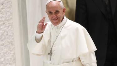 """Le pape François, qui recevait samedi au Saint-Siège une délégation française de députés et de sénateurs, a appelé les parlementaires français à """"insuffler un esprit"""" aux textes de loi et à ne pas se laisser influencer par """"des modes et des idées du momen"""
