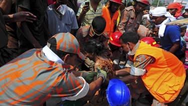 Les secours continuent à fouiller les décombres de l'immeuble qui s'est effondré mercredi dans la banlieue de Dacca, la capitale du Bangladesh, alors que le bilan s'est alourdi vendredi à 273 morts, pour la plupart des femmes travaillant dans la confectio