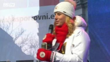 JO 2018 : Ester Ledecka ovationnée à son retour à Prague