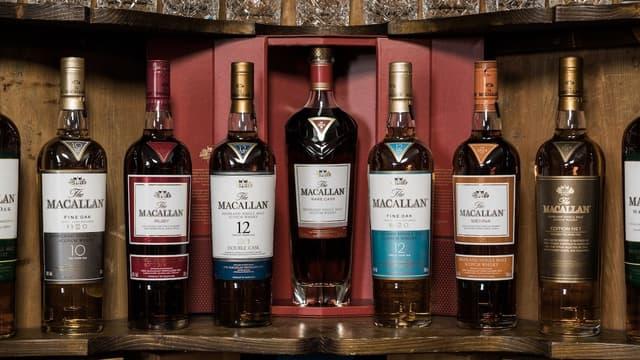 Le Maccalan, dégusté par ce client chinois, est réputé comme étant le whisky préféré de James Bond.