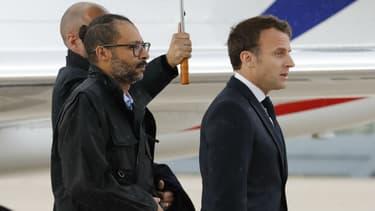 Patrick Picque et Laurent Lassimouillas accueillis par Emmanuel Macron à Villacoublay, le 11 mai 2019