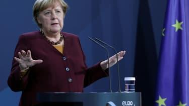 La chancelière Angela Merkel, lors d'une conférence de presse après une visio-conférence sur la crise sanitaire, le 19 novembre 2020 à Berlin
