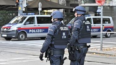 Des policiers autrichiens, le 3 novembre 2020 à Vienne.