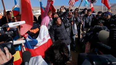 Joie des proches des 33 mineurs chiliens bloqués depuis plus de deux mois à 700 mètres sous terre après l'annonce samedi de la fin des opérations de forage d'un puits destiné à permettre leur retour à la surface. Des spécialistes doivent maintenant déterm