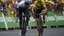 Nairo Quintana devant le maillot jaune Chris Froome