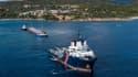 Le cargo Rhodanus coincé au large de Bonifacio, en Corse, a été dégagé vendredi 17 octobre 2019.