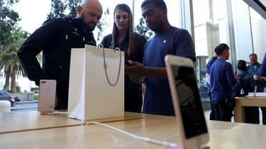 Pour Apple, la gamme iPhone 8 coûte tout de même plus chère que la précédente.