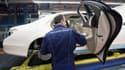 Avec la multiplication des options sur les automobiles de la marque, la souplesse et la dextérité des travailleurs ont de plus en plus droit de cité sur les lignes d'assemblage de Mercedes-Benz.