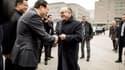 Bernard Cazeneuve est en visite en Chine.