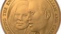 La pièce frappée à l'effigie du prince William et de Kate Middleton, éditée à l'occasion de leur mariage prévu en avril, a été dévoilée jeudi mais la jeune roturière y est à peine reconnaissable. Le dessin représente un fils aîné du Prince Charles ressemb