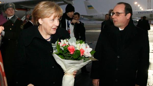 Angela Merkel et François Hollande sur le tarmac, à leur arrivée à Minsk, ce mercredi.