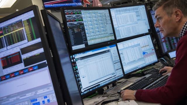 Le système de Symphony permet à des traders d'envoyer des messages privés à leurs clients, d'échanger de façon confidentielle sur des analyses financières ainsi que sur des ordres d'achat.