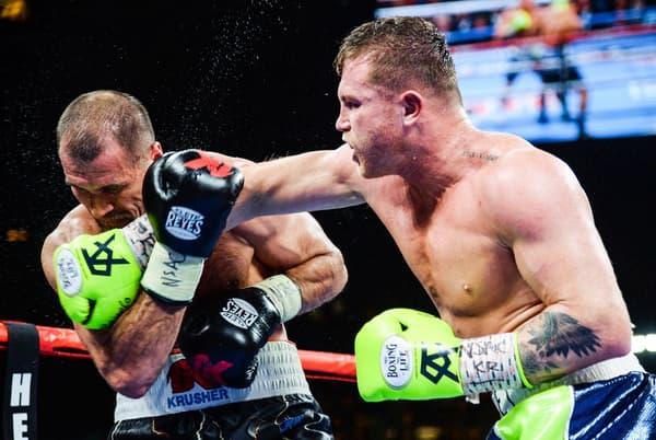 """Saul """"Canelo"""" Alvarez (à droite) lors de sa victoire sur Sergey Kovalev"""