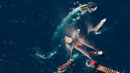 Un incendie s'est déclaré jeudi sur une plate-forme pétrolière et gazière du golfe du Mexique mais il a pu être éteint et n'a pas provoqué de fuite de brut, selon la garde-côtes américaine. /Photo prise le 2 septembre 2010/REUTERS/Lee Celano