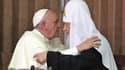 C'est la première fois depuis 1054 que les chefs des Églises catholique et orthodoxe se rencontrent.