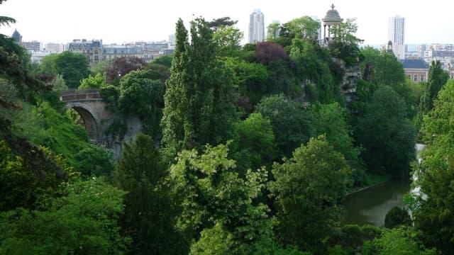 Le parc des Buttes-Chaumont (19e) sera ouvert toute la nuit du 6 juillet au 2 septembre.