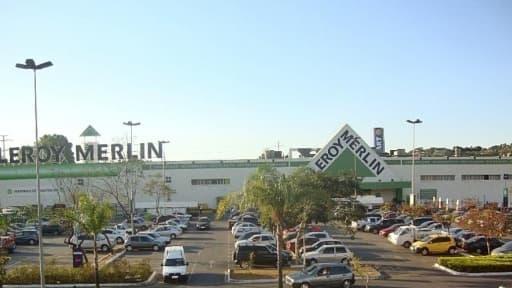 Les magasins Leroy-Merlin ont ouvert le dimanche alors qu'une décision de justice empêche Bricorama de le faire depuis janvier 2012.