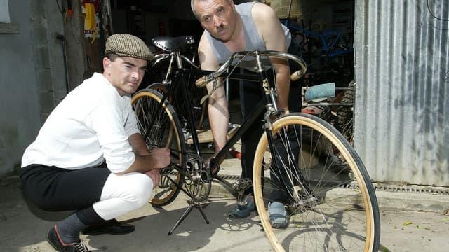 Les vieux biclous n'ont pas vocation a rouiller au fonds d'un garage ou a aller dans un musée. Ils peuvent retrouver une nouvelle jeunesse en y installant un moteur électrique
