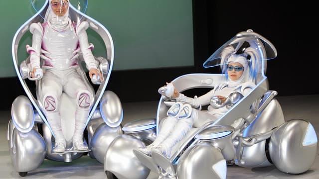 Le concept I Unit, de Toyota, présenté en 2005, devait redonner de la mobilité aux personnes âgées ou handicapées. Le constructeur japonais compte désormais plus sur une voiture progressivement autonome pour redonner de la mobilité.