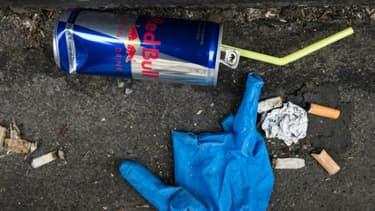 Jeter des déchets sur la voie publique, un masque ou encore un mégot pourra être sanctionné d'une amende de 135 euros, contre 68 euros actuellement