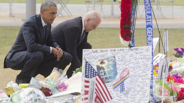 Barack Obama et Joe Biden se recueillent à Orlando, en Floride, le 16  SAUL LOEB / AFP