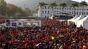 Partisans d'Hugo Chavez devant l'académie militaire de Caracas où est exposée la dépouille du président vénézuélien, qui a succombé mardi à un cancer à l'âge de 58 ans. Une foule immense et une trentaine de chefs d'Etat ont assisté vendredi aux obsèques s