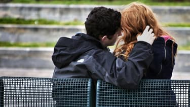 Les adolescents sont plus romantiques que ne le pensent leurs parents, selon une étude pour la Fondation Pfizer (photo d'illustration).