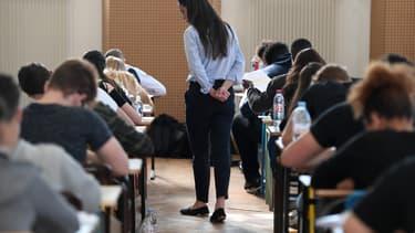 Image d'illustration - Une surveillante dans une salle d'examen du baccalauréat en 2018 à Strasbourg