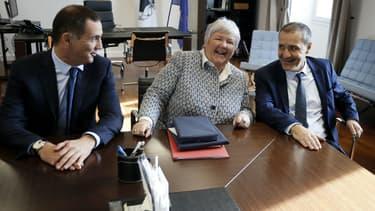 Gilles Simeoni, président du conseil exécutif de Corse; Jacqueline Gourault, ministre auprès du ministre de l'Intérieur et chargée du dossier corse; et Jean-Guy Talamoni, président de l'Assemblée de Corse, le 5 janvier 2018 à Ajaccio.