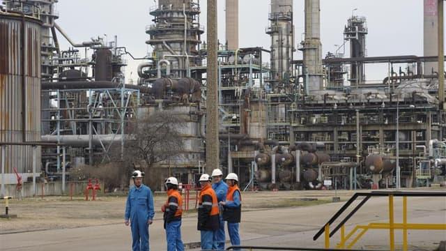 Donné partant, le fonds souverain libyen est toujours en lice pour reprendre la raffinerie Petroplus de Petit-Couronne, placée en redressement judiciaire depuis le 24 janvier, ont déclaré mardi soir des responsables syndicaux. /Photo prise le 24 février 2
