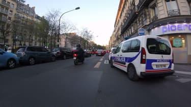 Une association invite les internautes à signaler les voitures de police mal stationnées.