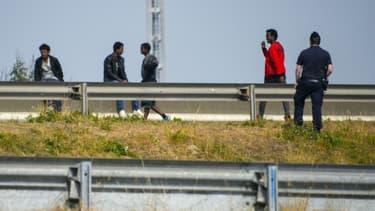 Des migrants ont installé un barrage sur l'A16 à Calais, dans la nuit de dimanche à lundi. (Photo d'illustration)