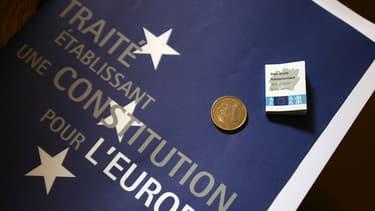Un exemplaire du Traité sur la Constitution européenne, photographié le 14 mai 2005.