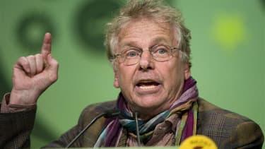 A la veille d'une réunion de la direction d'Europe Ecologie-Les Verts (EELV), où, sauf imbroglio, Pascal Durand devrait succéder à Cécile Duflot au poste de secrétaire national, les écologistes français se déchirent à nouveau. Le député européen Daniel Co