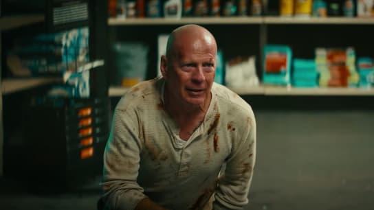 """Bruce Willis endosse une nouvelle fois le costume de John McClane dans une publicité parodiant """"Die Hard"""""""