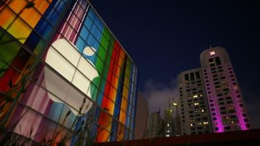 Logo d'Apple sur la façade du centre artistique Yerba Buena à San Francisco le 11 septembre 2012.