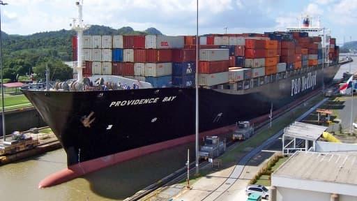 Le but de l'élargissement du Canal de Panama est faire passer des navires transportant jusqu'à 12.000 conteneurs.