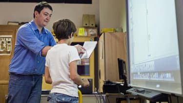 Le nombre de fonctionnaires a aussi baissé car certains postes d'enseignants ne sont pas pourvus