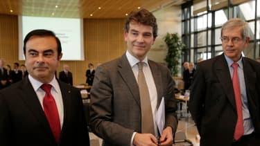 Carlos Ghosn, PDG de Renault-Nissan, avec Arnaud Montebourg, ministre du Redressement productif, et Philippe Varin, directeur de PSA (de gauche à droite), à Bercy en 2012.