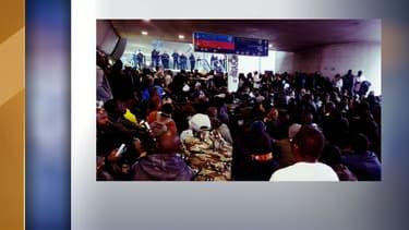 Des sans-papiers ont organisé un sit-in dimanche à Roissy