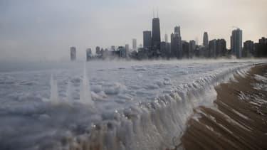 Alors que les Etats-Unis sont touchés par une vague de froid extrême, la température devrait remonter de plus de 30 degrés dans certaines villes
