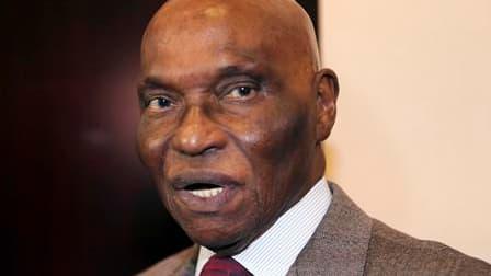 Selon une source proche du ministère français de la Défense, le passage sous souveraineté sénégalaise des bases de l'armée française à Dakar, annoncé par le président Abdoulaye Wade, ne change rien sur le terrain, dans l'attente d'un nouvel accord de défe