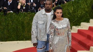 Kim Kardashian et Kanye West sur le tapis rouge.
